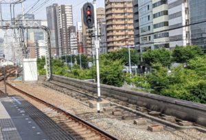 野田駅の高架橋を見る