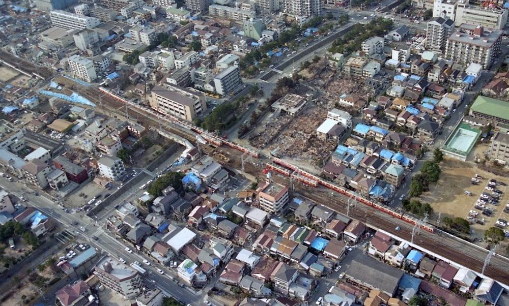 震災で復旧された高架橋を見る(御影~西灘)