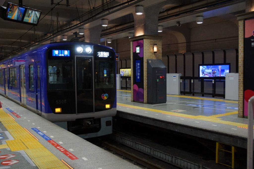 神戸三宮駅(阪神)でホームドアが稼働