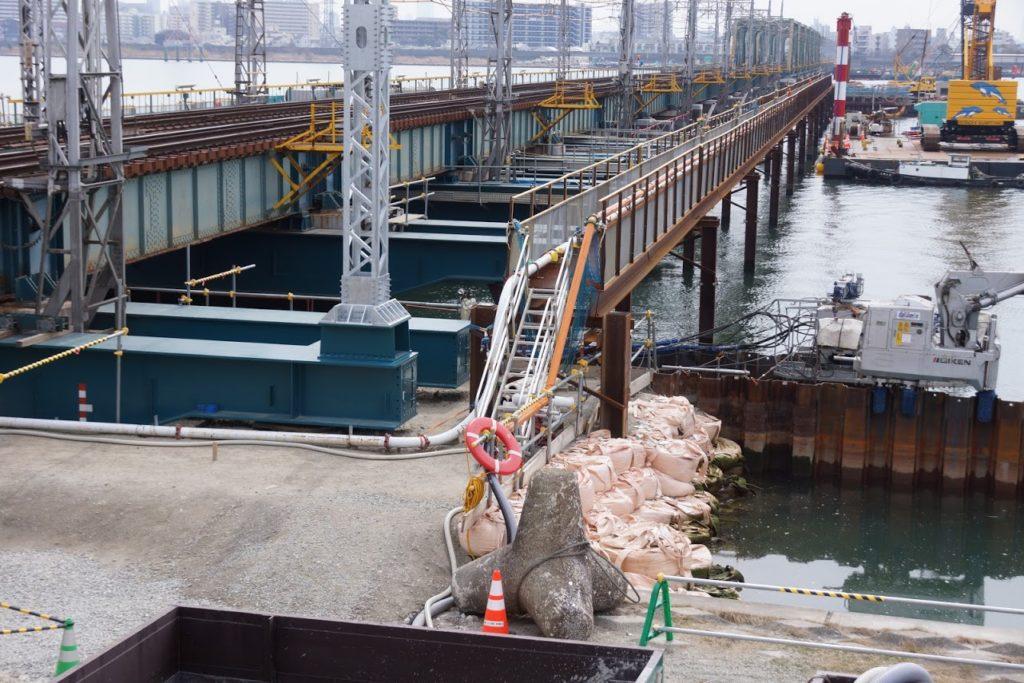 阪神なんば線 淀川橋梁で桁が平行移動